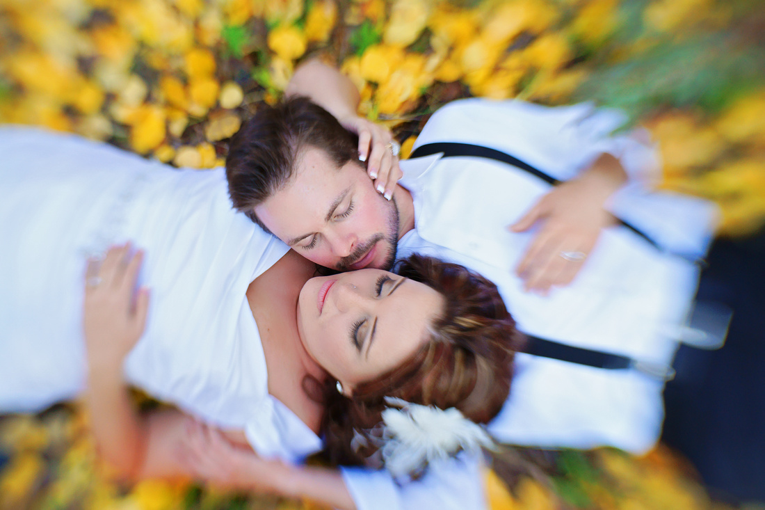 wedding bouple fall leaves love
